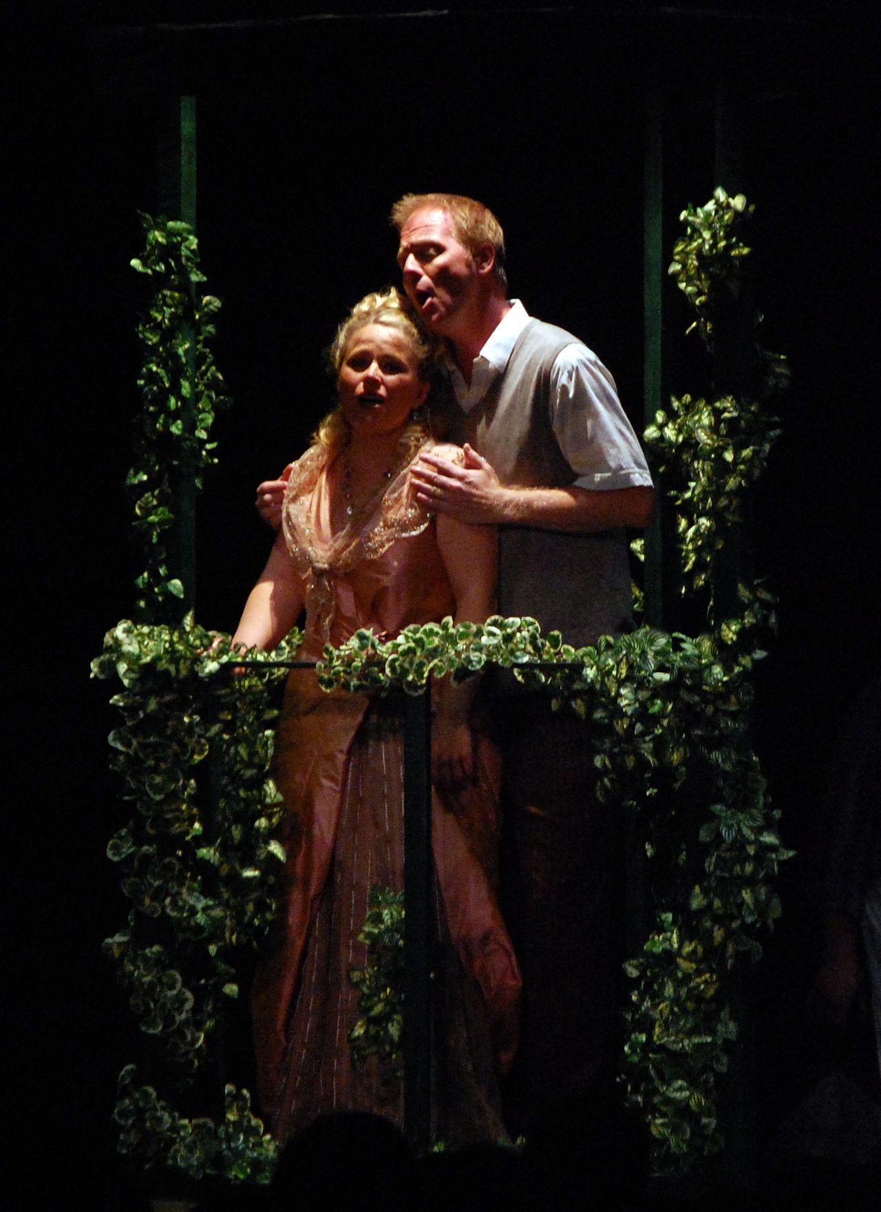 Virginie-Stucki-Recup-And-Cut-Brignais-Don-Pasquale-Opéra-Festival-Lyrique-en-mer