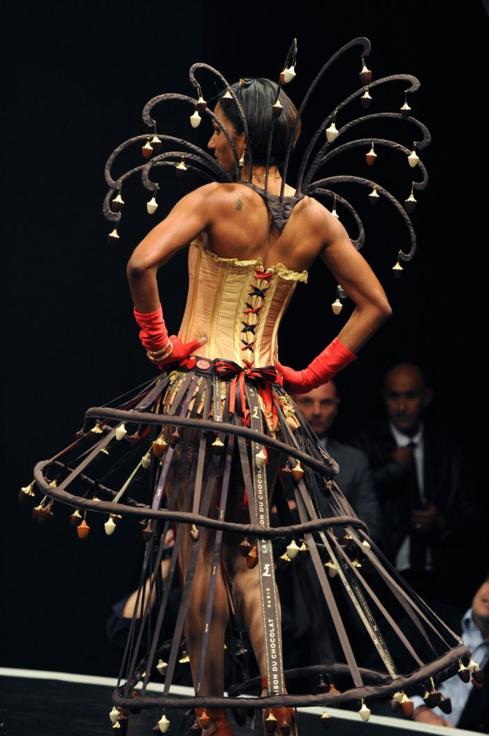 Virginie-Stucki-Recup-And-Cut-Grigny-Salon-du-Chocolat-Paris-Christine-Aaron-Bustier-Crinoline